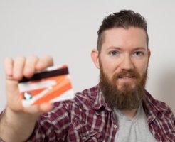 クレジットカードで借りた男